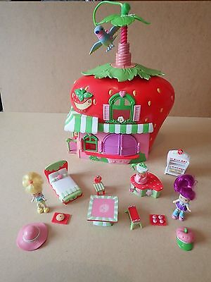 Strawberry Shortcake Berry House Cafe figures and furnature