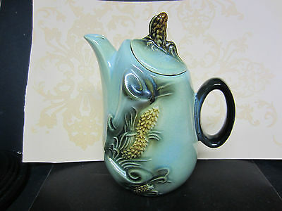 HTF, Hull Pottery Coffee or Teapot In The Pincone Pattern