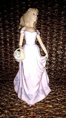 The Leonardo Collection Figurine lladro Nao style Girl with basket of flowers