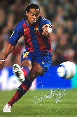 Soccer Barcelona Ronaldinho Original Hand Signed Photo 12x8 With COA