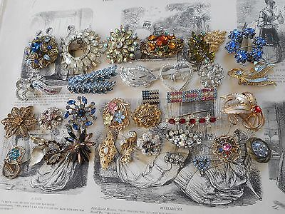 Vintage collection of 32 Rhinestone brooches
