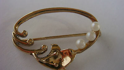 Vintage sterling silver gold plated tiny Brooch with faux pearls