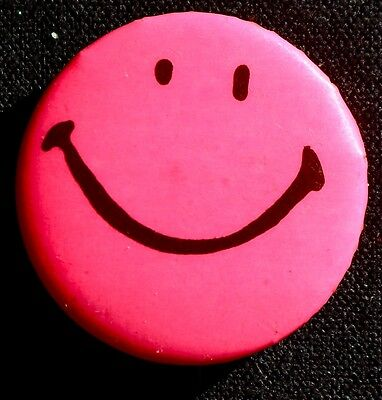 SMILEY BUTTON aboout 1967   - A CLASSIC - ORIGINAL PINBACK SCARCE