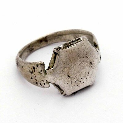 Rare Islamic ethnic silver Seljuk octagonal Ring, Middle East 11/12th century