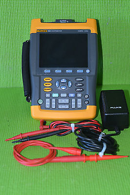 Fluke 196B 2 Channels, 100MHz Digital ScopeMeter with 1 Probe and test leads.