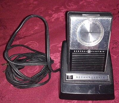 Vintage GE General Electric Rechargeable Transistor Pocket Radio With Charger