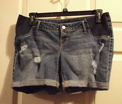 maternity shorts size 4 by old navy ( small)
