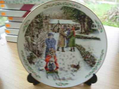 """ROYAL DOULTON PLATE 1992 FAMILY CHRISTMAS """" GOING TO CHURCH """" 4th IN SERIES OF 4"""