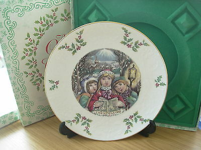 ROYAL DOULTON CHRISTMAS PLATE 1981 5th in SERIES BOXED CHILDREN CAROL SINGERS 11