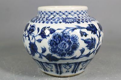 beautiful chinese blue and white porcelain pot