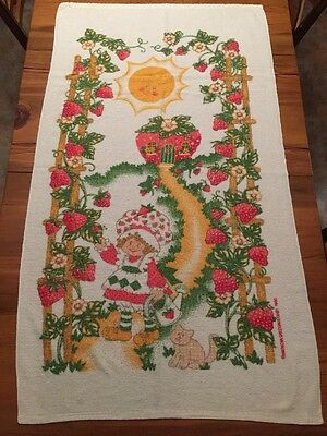 "STRAWBERRY SHORTCAKE Vintage BEACH TOWEL 1980 American Greetings Co. 30"" x 52"""