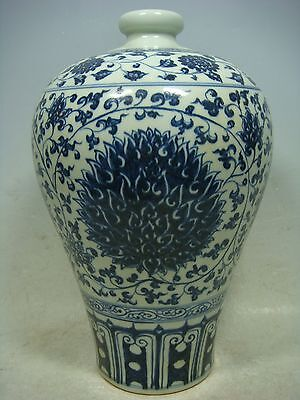 beautiful chinese  blue&white porcelain vase
