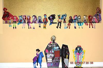 Awesome Monster High Doll Huge Lot of 22 dolls and Accessories