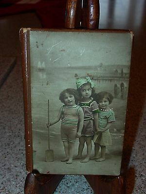 Antique sewing needle case---three little girls at beach---with needles