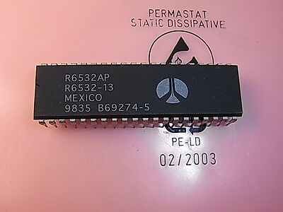 R6532AP R6532-13 Microprocessors Parallel IO Port DIP-40 Rockwell