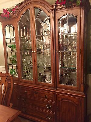 Gorgeous Beveled Glass Leaded China Cupboard Hutch 2 Pc Lights Up Vintage