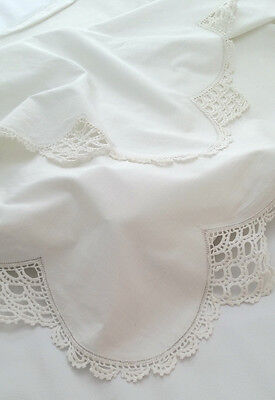 Vintage Bed Sheet 100  x 88 Fine Hand CROCHETED Lace Deep SCALLOPED Top CRISP !