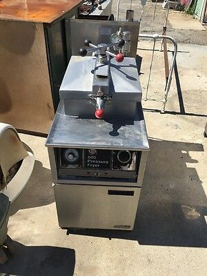 HENNY PENNY 600 NATURAL GAS PRESSURE FRYER Used