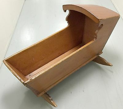 hooded cradle 1800'S