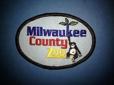 Milwaukee County Zoo Souvenir Jacket Biker Vest Backpack Travel Crest Patch