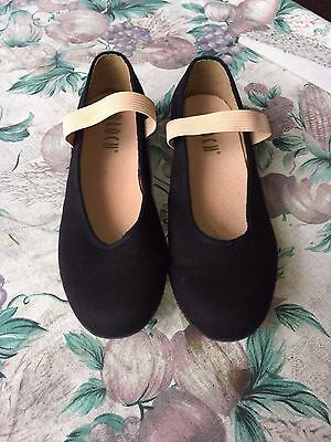 Bloch Girls Character Shoes - Size 5 - Hardly Worn