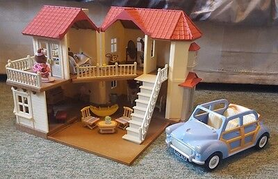 Sylvanian Families Beechwood Hall Dolls House Bundle Furnished with Accessories