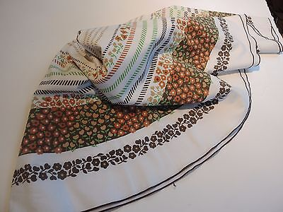 Swedish vintage 1970s very large round cotton tablecloth, stylised daisies