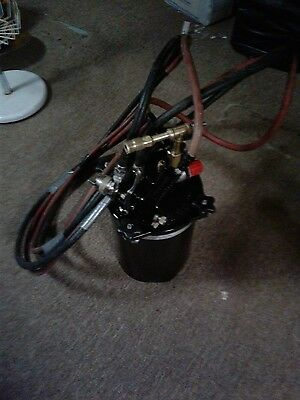 BINKS two gallon spray pot with gun and 20ft line