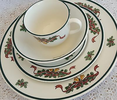 Johnson Brothers Bros Victoria Christmas 5 Piece Place Setting Plates Bowl Cup