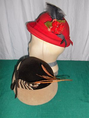 Nice lot 2 women vtg hats red wool felt? w floral / brown velour w feather #14