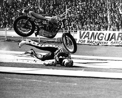 American Dare Devil EVEL KNIEVEL Glossy 8x10 Photo London Bus Jump Print Poster