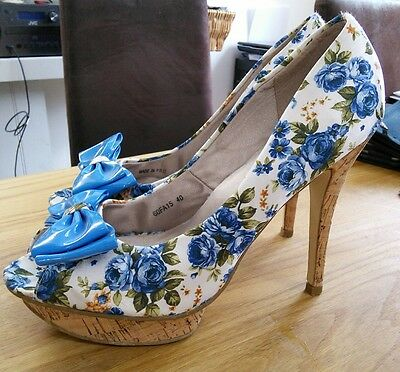 Farasion floral blue and white shoes with bows size 7