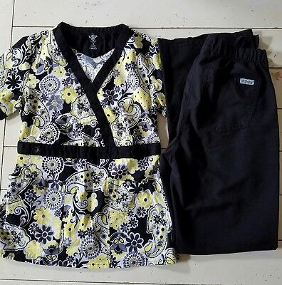Med Couture Scrub Top and Grey's Anatomy Scrub Pant Size XS Yellow/Black