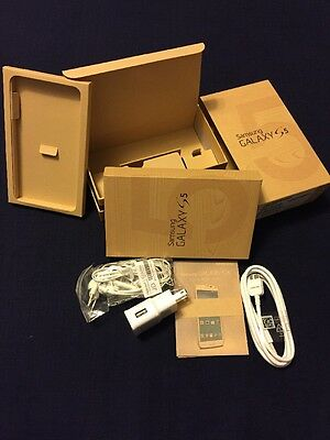 Samsung Galaxy S5 Accessories: box, charger, headset