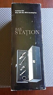 Bar station gift set with accessories
