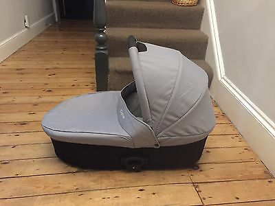 Gorgeous Baby Style Oyster Carrycot With Grayish Colour Pack