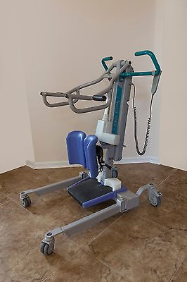 Sara 3000 Patient Lift by Arjo-Huntleigh with 2 batteries and wall charger
