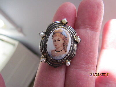 Vintage Glass Cameo Lady Portrait Faux Pearl Costume Adjustable Ring