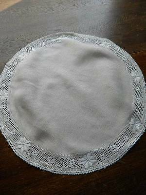 "Vintage Irish linen table topper - Lefkara embroidery & needlelace 16"" diameter"