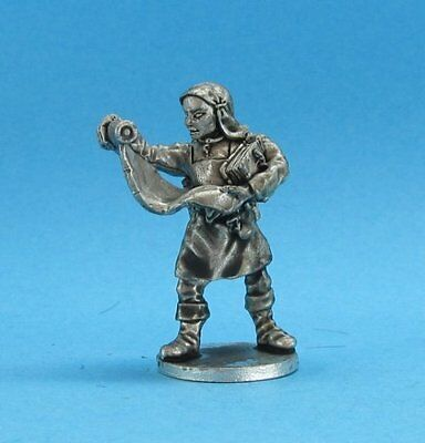 Ral Partha Fantasy - Magic Users -  Apprentice Scroll Keeper (28mm)