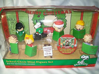 7 Peanuts Figurines Christmas Choir Concert Set Snoopy Charlie Pig Pen Lucy ++++