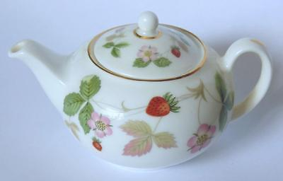 Wedgwood Miniature Lidded Teapot In Wild Strawberry Design