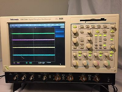 TEKTRONIX TDS 7104 Digital Phosphor Oscilloscope 1GHz 10GS/s OPT 1M