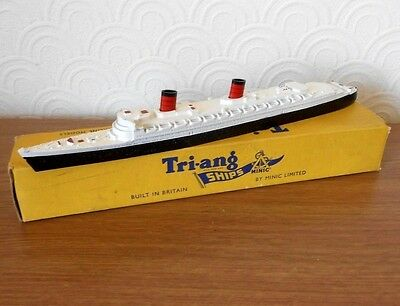 Triang Minic RMS Queen Elizabeth M702 Liner model with box & masts from 1960`s
