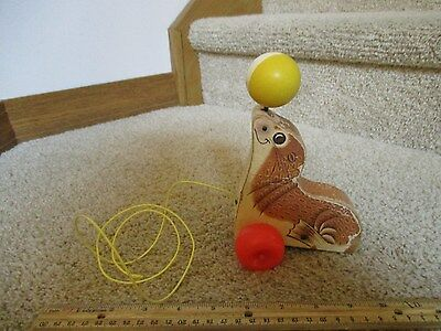 Vintage Fisher Price Wooden Suzie Seal with ball Pull along Toy #694 1973 Sue