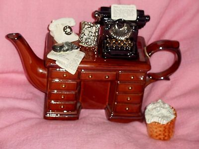 Cardew Murder at the Grange crime desk large limited editoni teapot  & sugar box