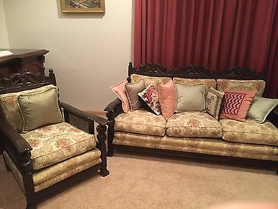 Beautiful Jacobean Lounge Setting in excellent condition