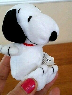 """Cute 1996 Peanuts """"Snoopy"""" Small 5"""" Collectible Plush from """"Wendy's"""""""