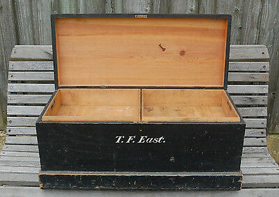 A FANTASTIC PAINTED VINTAGE ANTIQUE TRAVEL BOX CHEST WITH COMPARTMENTS ref 654