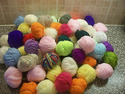 Small Balls Knitting/crafting Yarn 20/30 Balls 300 Grms In Total
